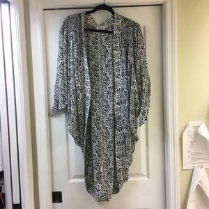 Sweaters - Black and white kimono